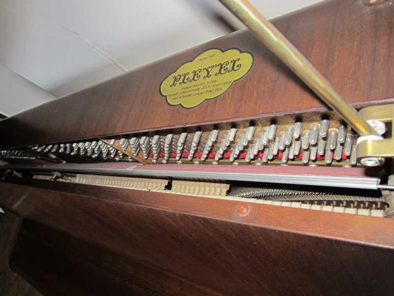 PianoPleyel07.JPG